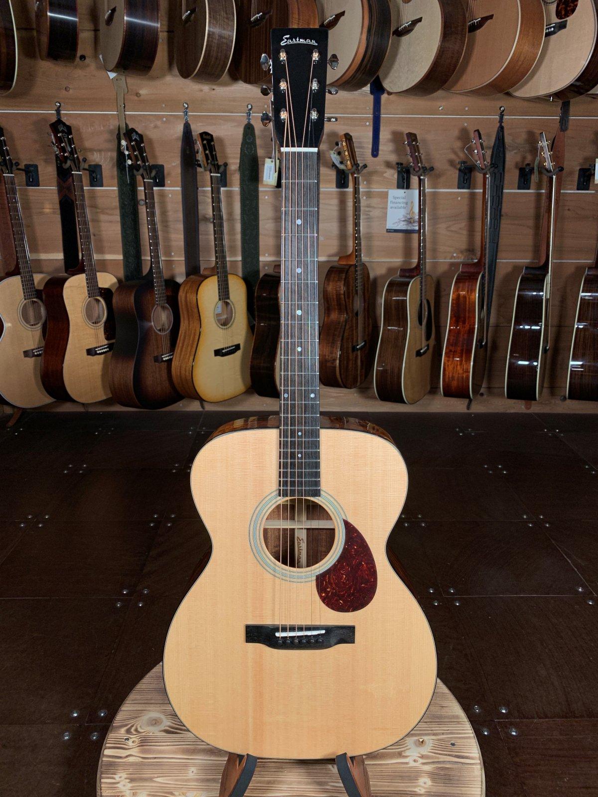 Eastman E6OM Natural Spruce/Mahogany Acoustic #5176