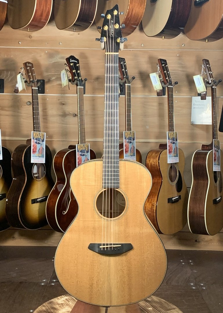 (Used) Breedlove Oregon Concert E - Myrtlewood Back & Sides Acoustic Guitar
