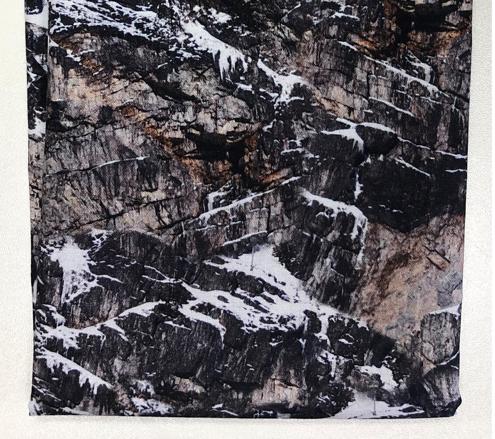 Rocky Mountains with Snow - Fat Quarters 20x22 - FQ007