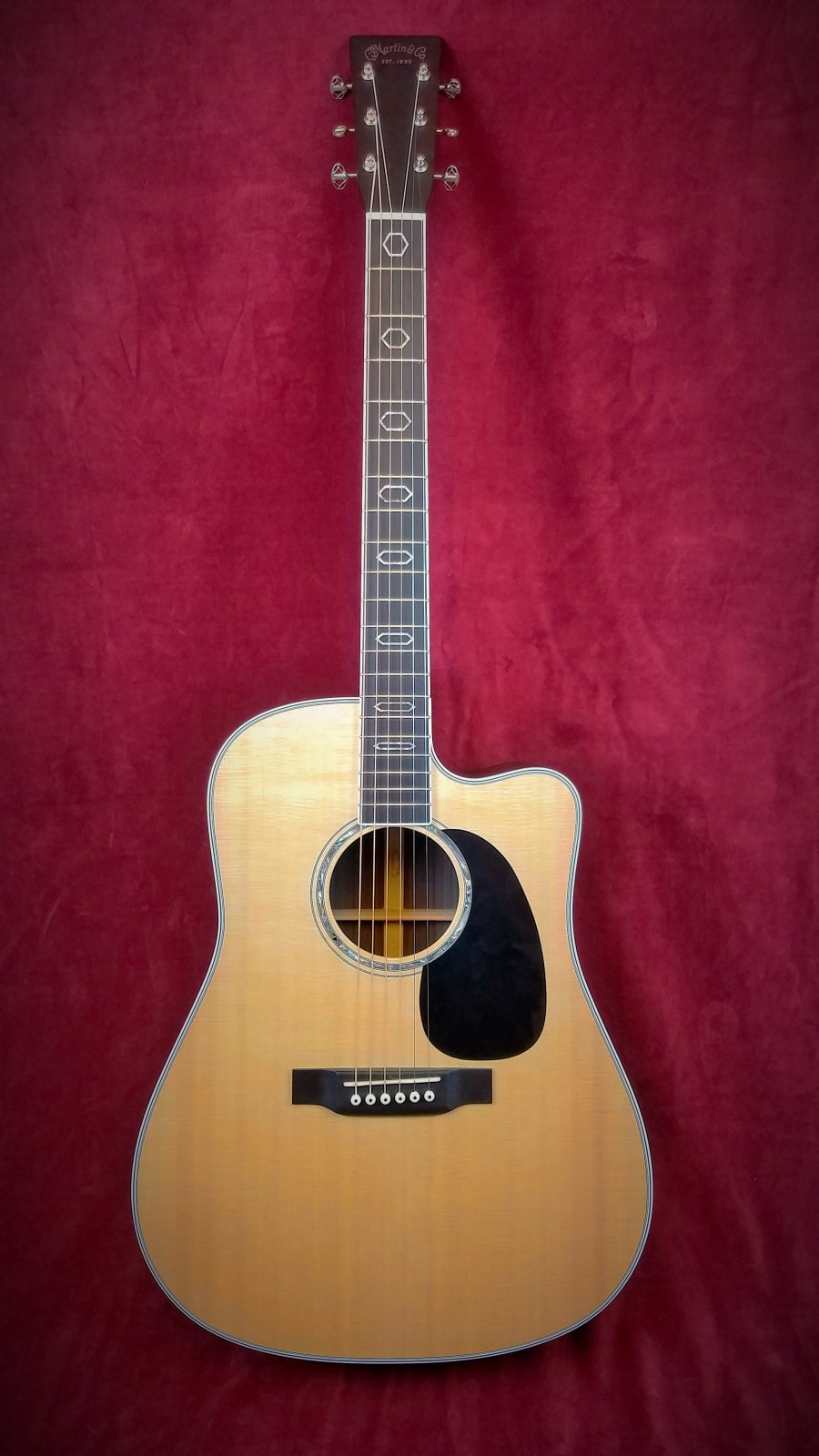 Martin DC-AURA GT Acoustic Electric Gutiar with Case