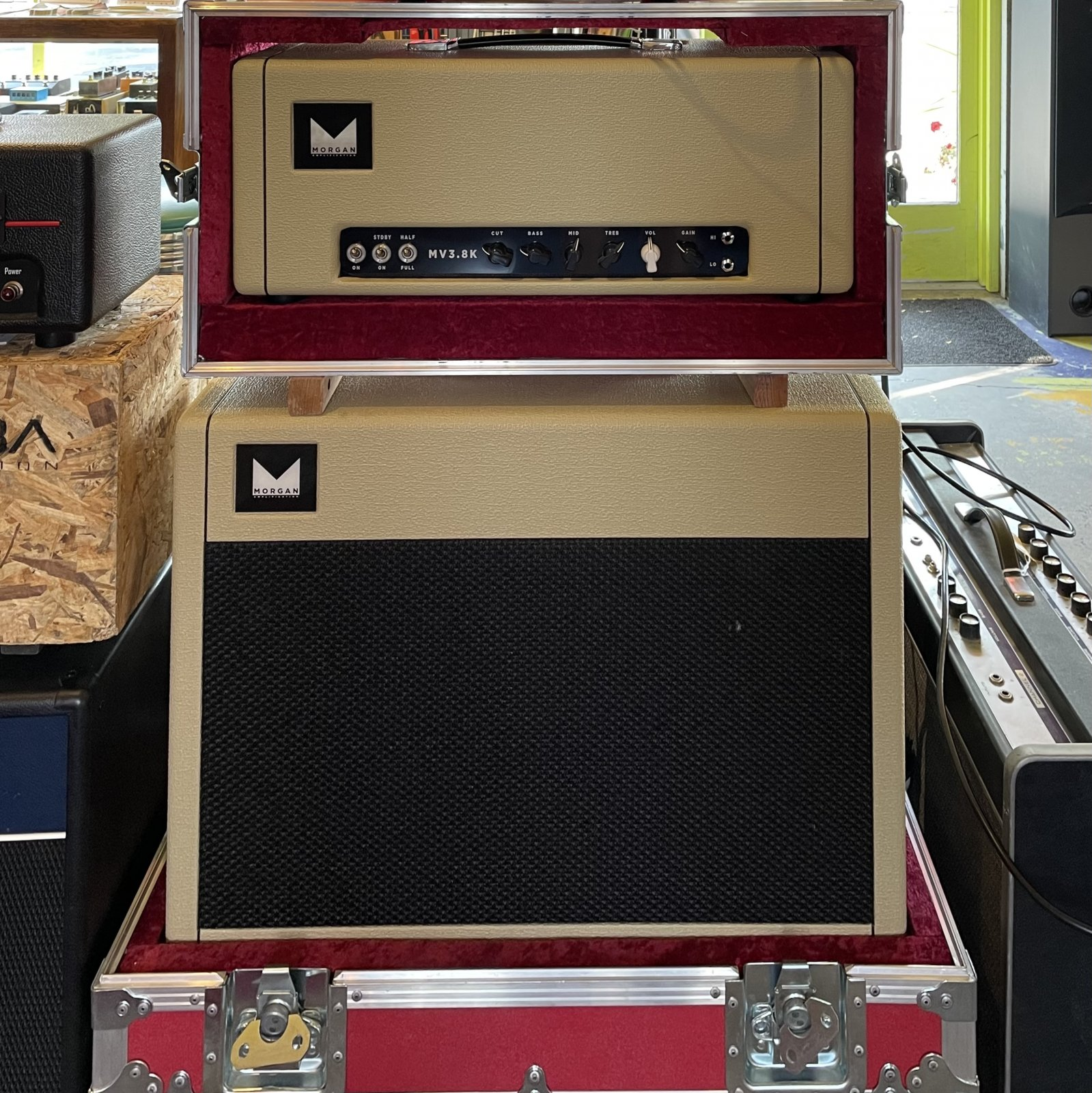 Morgan Amplification MV 3.8K w/ Matching 2x12 Cab and Roadcase