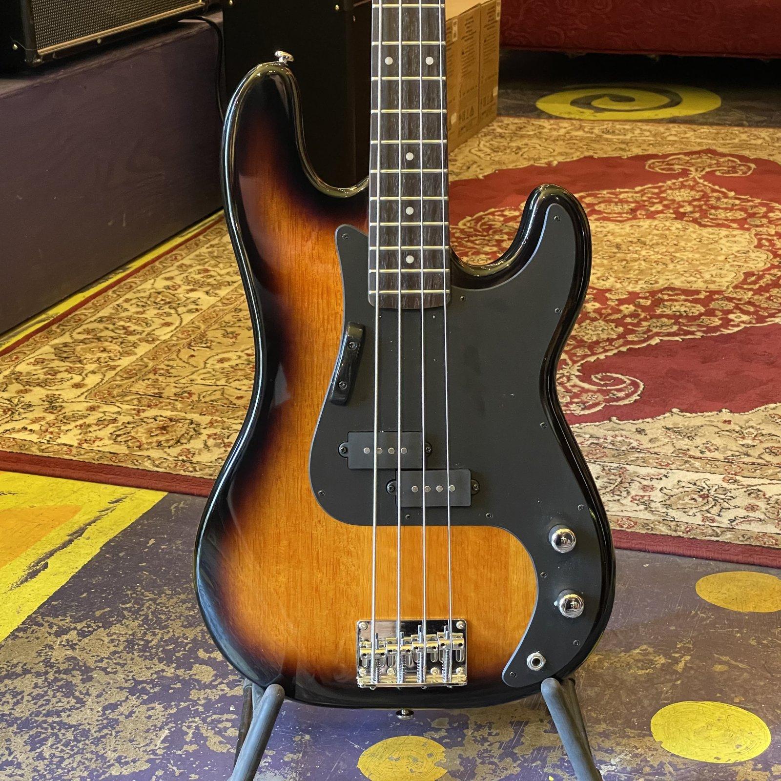 Silvertone SSLB11 Electric Bass