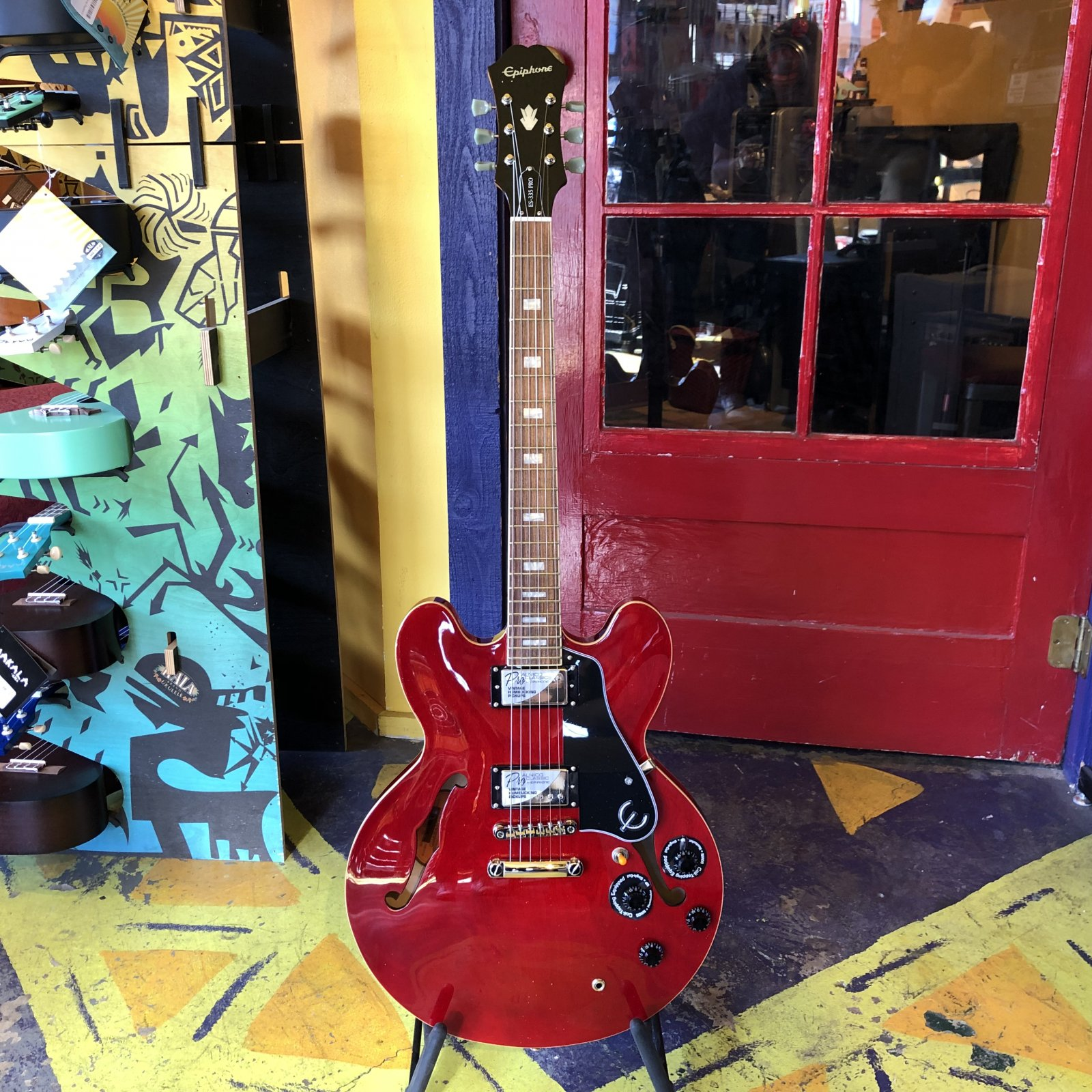 Epiphone ES335 Pro Semi-Hollow Electric