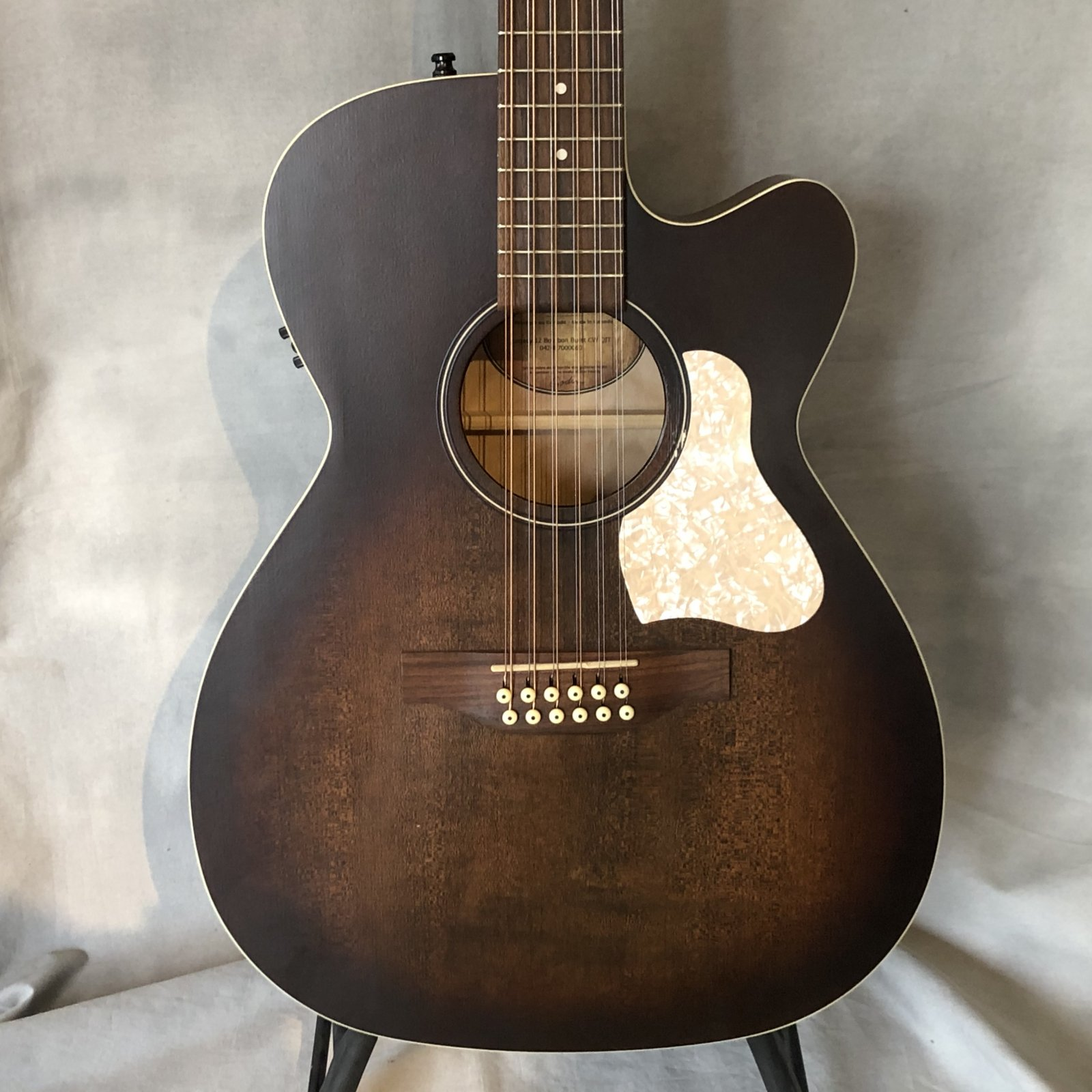 Used Art & Lutherie Legacy 12