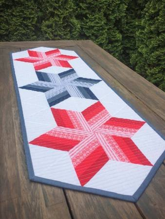 Cut Loose Press-Twirl & Spin table runner