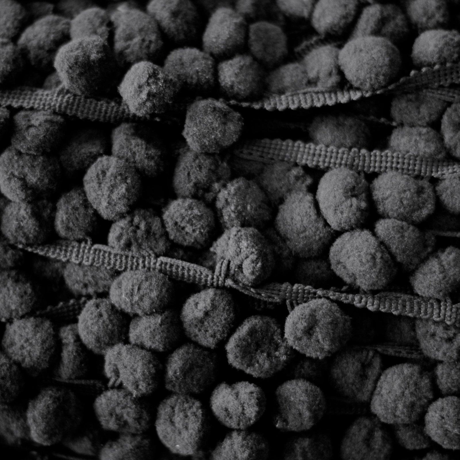 1 Pom Pom Fringe (Black)