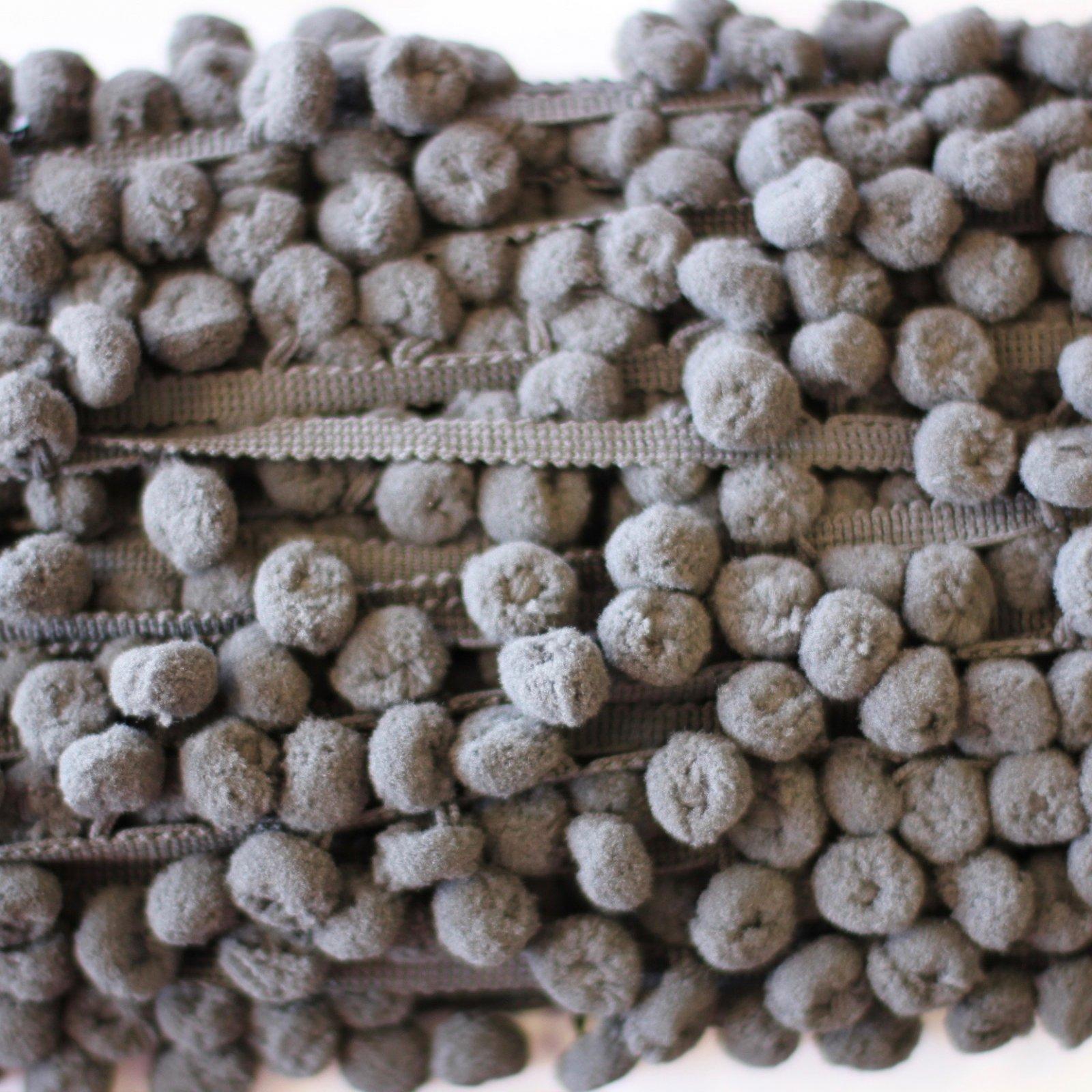 1 Pom Pom Fringe (Grey)