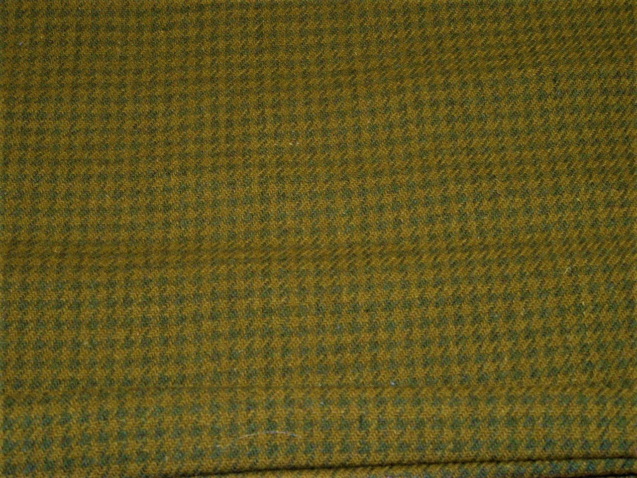 Green Check FQ 18x28 Textured 100% Wool