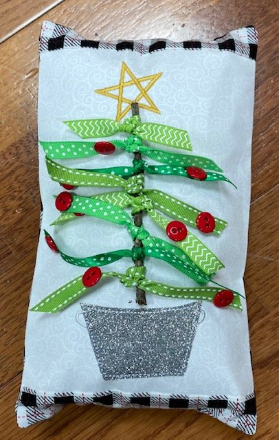 *OH CHRISTMAS TREE BENCH BUDDIES PILLOW DECEMBER KIT//SIZE 9.5x5.5//KIMBERBELL