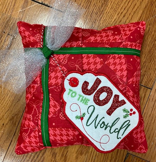 *JOY TO THE WORLD BENCH BUDDIES PILLOW DECEMBER KIT//SIZE 8x8//KIMBERBELL