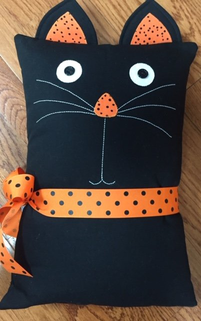 *BLACK CAT PILLOW KIT//FABRIC AND PATTERN//SIZE 12 x 18//BERNINA IN STITCHES
