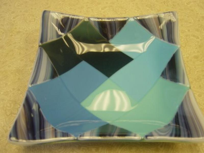 Square Shallow Bowl w/ Quilt Block Pattern in Center