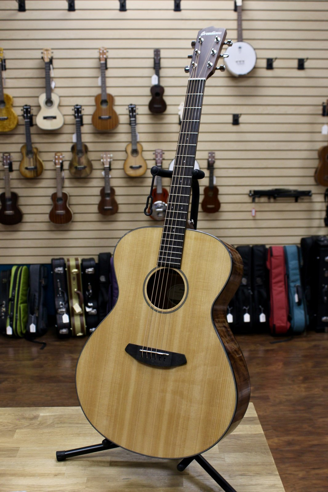 Breedlove Discovery Concerto Acoustic Guitar w/Bag - Sitka-Mahogany
