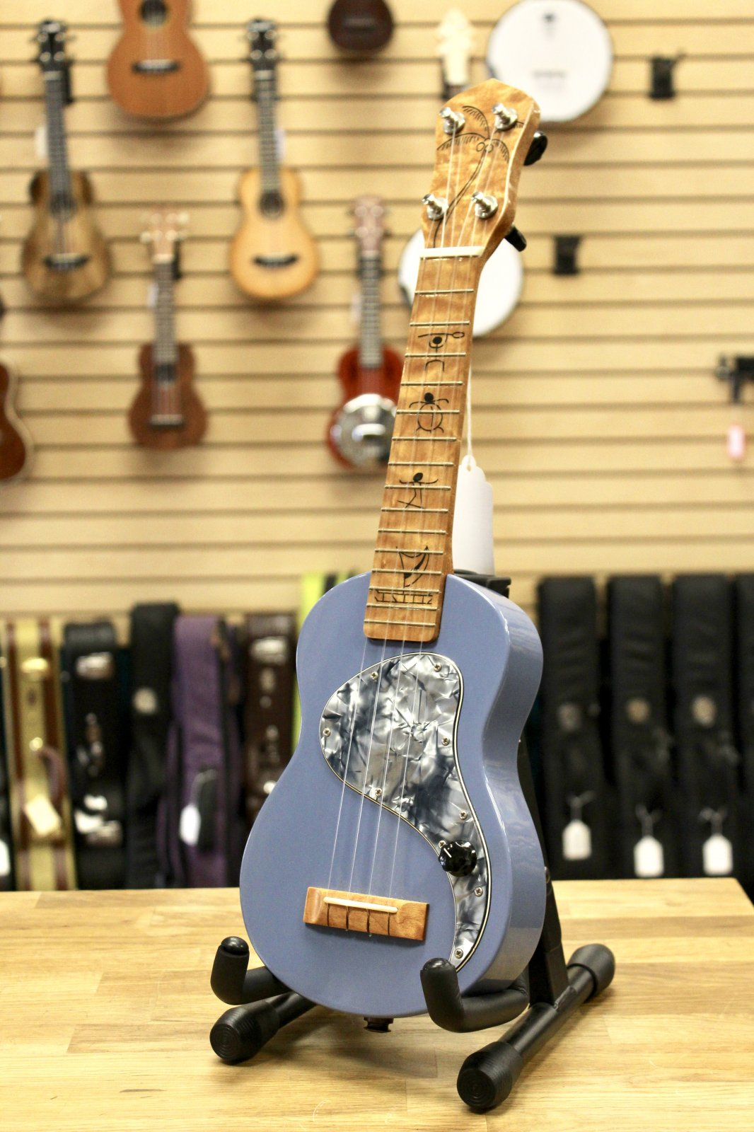 Dave Cavanagh Soprano Electric Ukulele Denim Blue w/Case