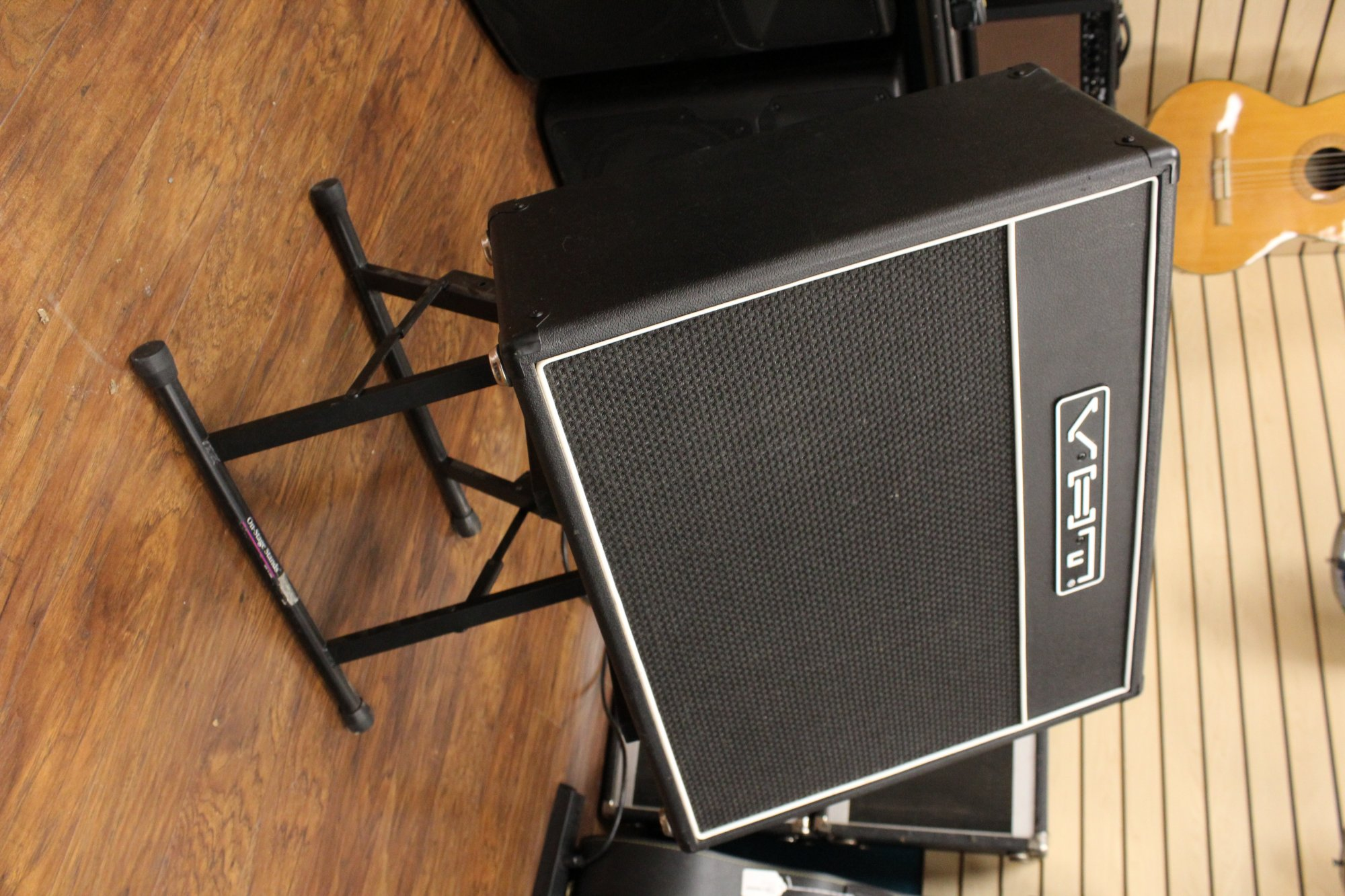 Preowned VHT Classic 18 Watt Tube Combo Amplifier w/ Stand