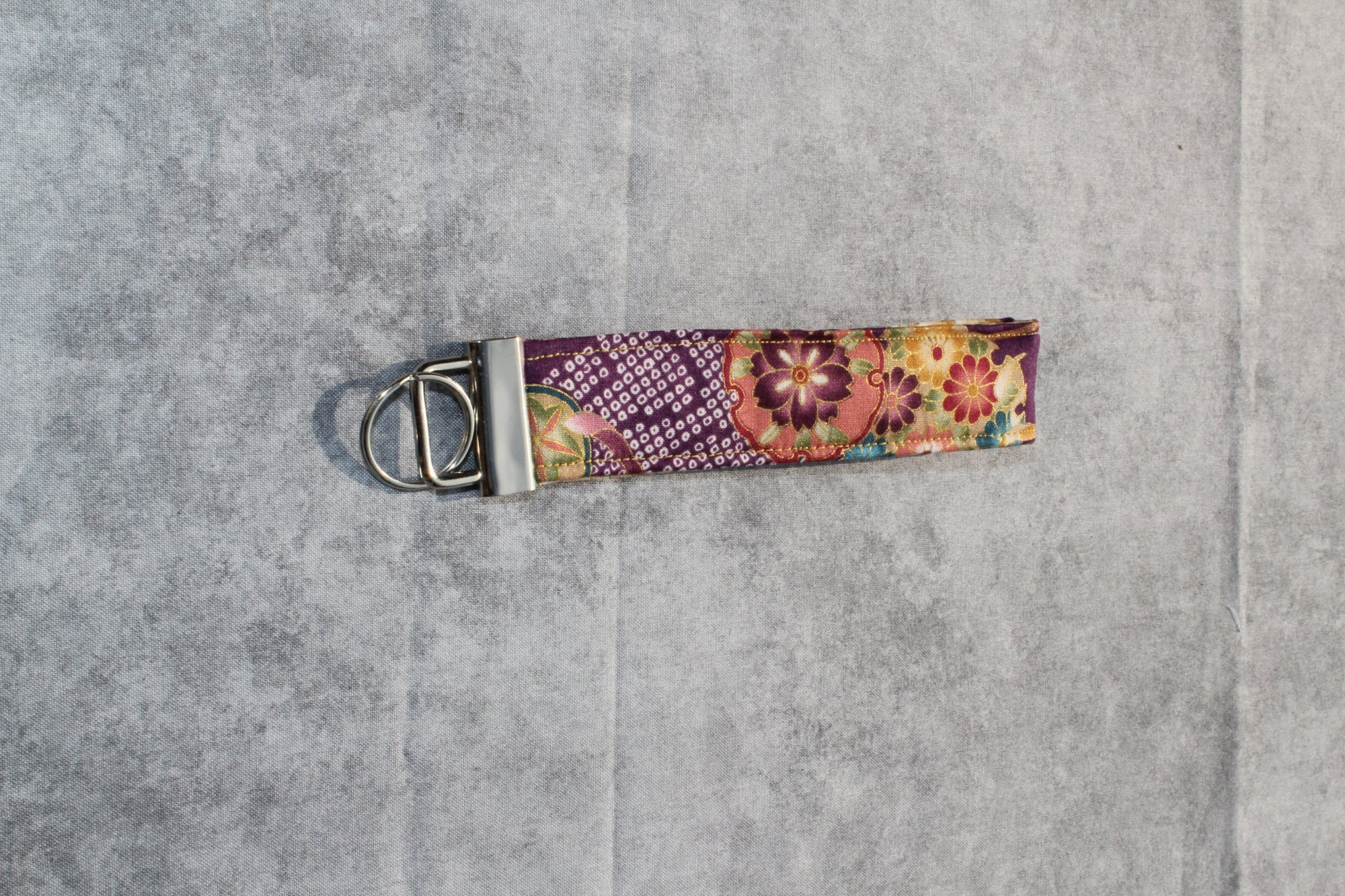 Cream and Purple Chrysanthemum Floral Classic Wristlet