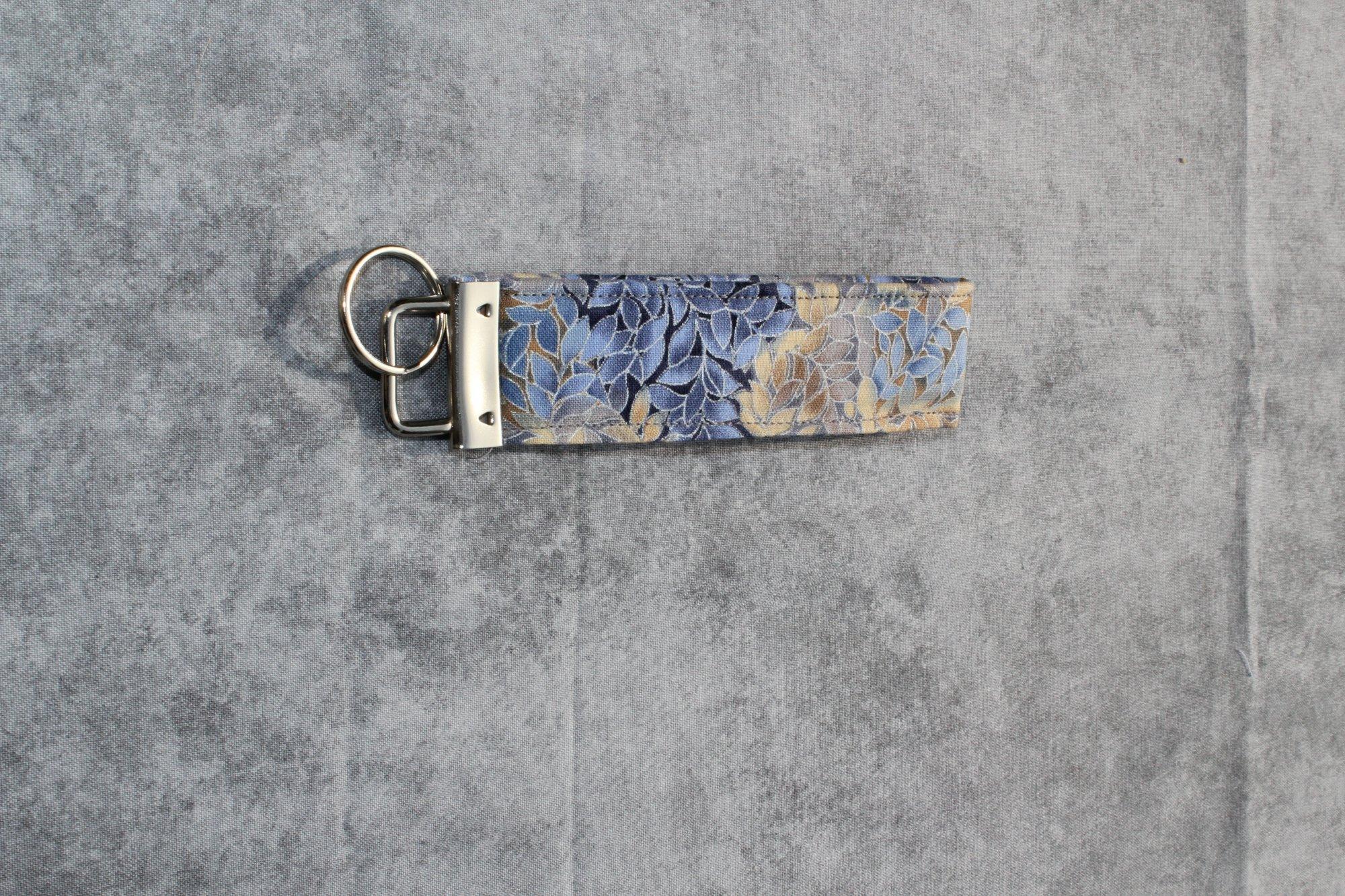 Blue/Brown/Silver Leaf Patterned Short Classic Wristlet
