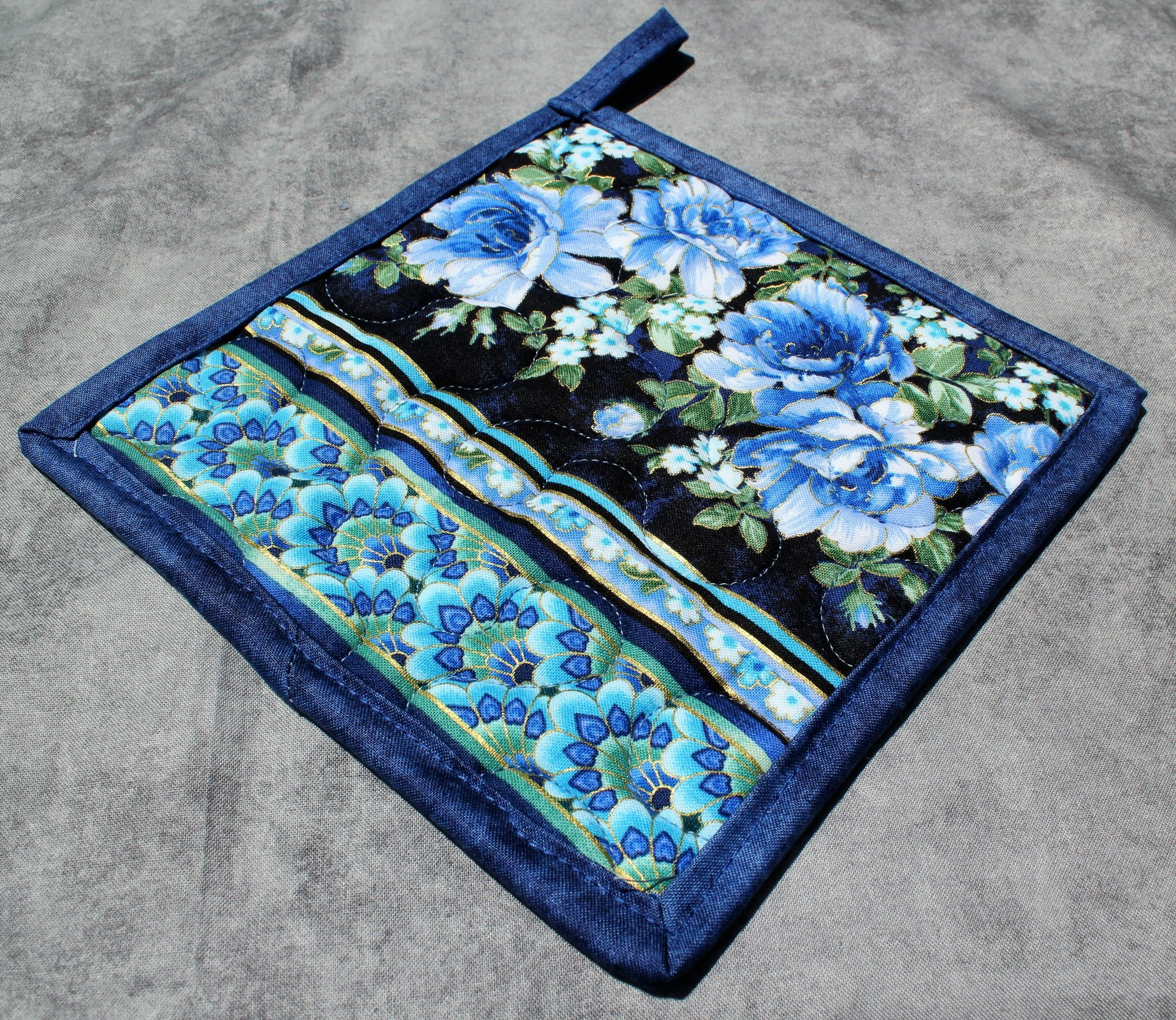 Single Blue/Green/White Roses and Florals Potholder
