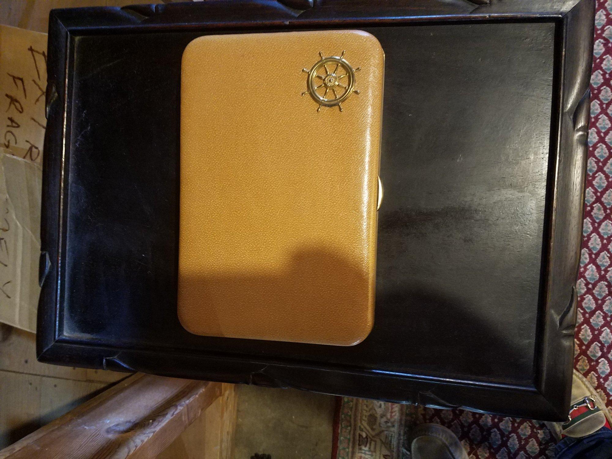 American cufflink / pen box