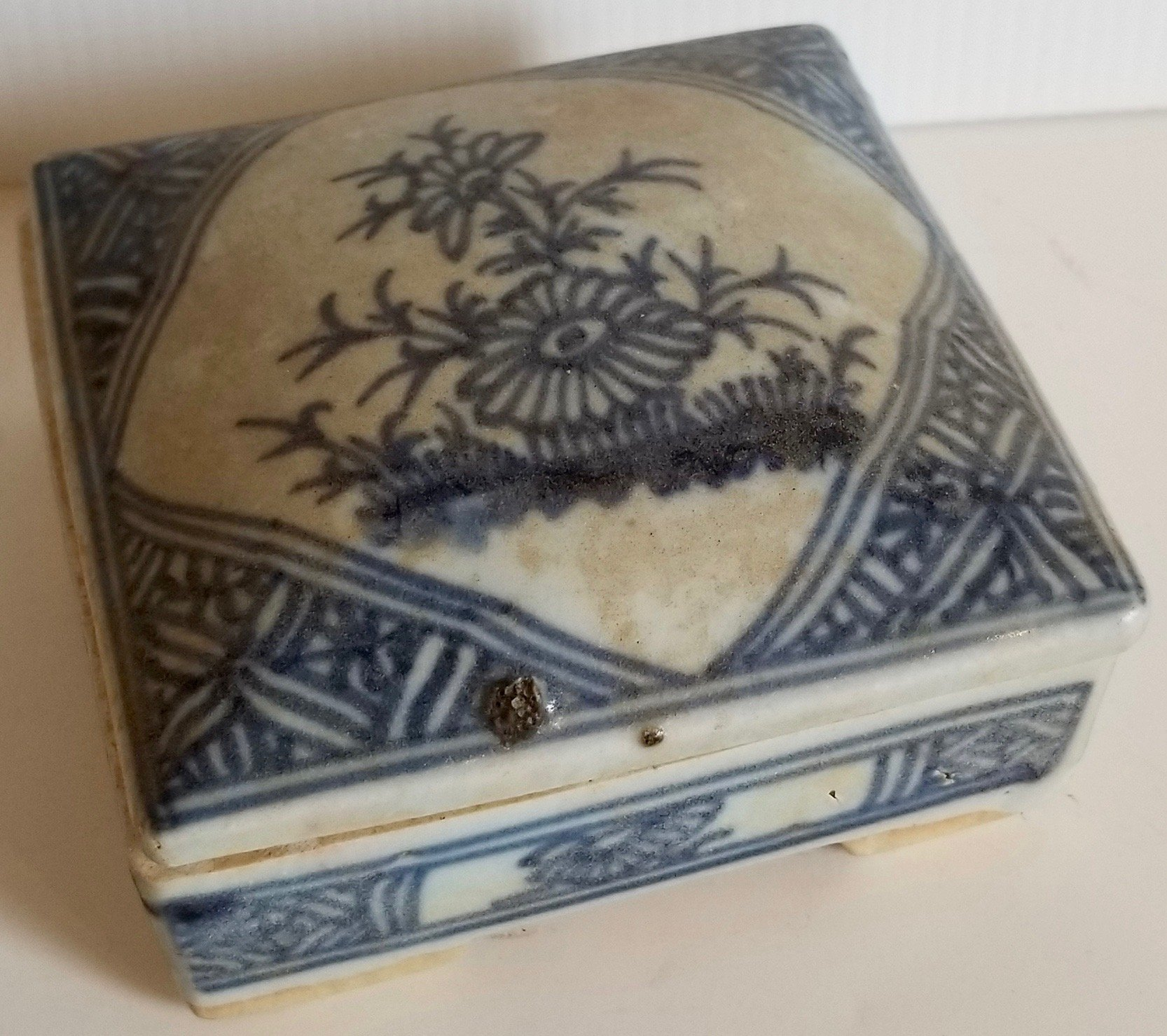 Chinese blue and white square porcelain container