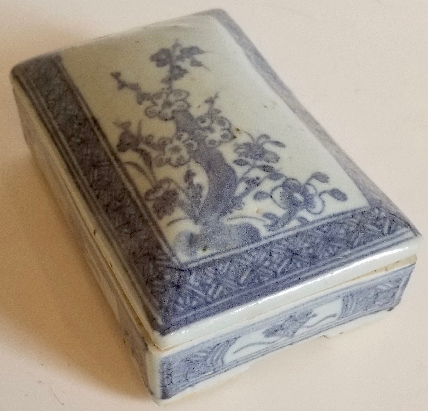 Chinese blue and white porcelain container