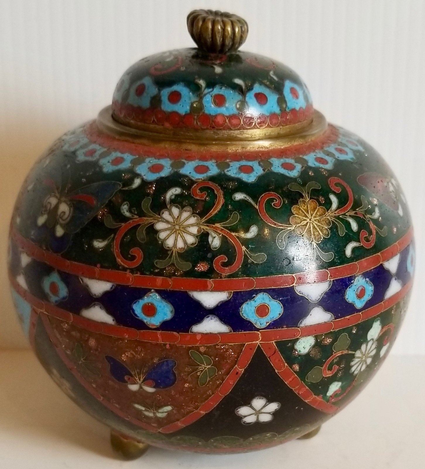 Chinese small Chinese cloisonne jar with lid