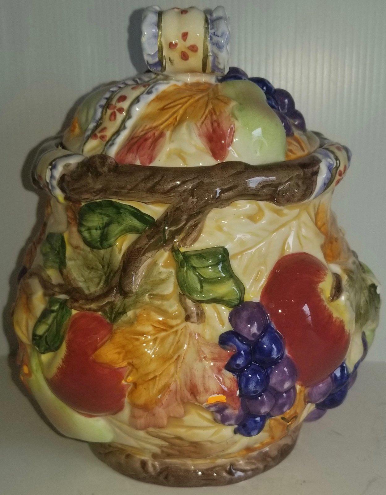 20th century Italian cookie jar with lid