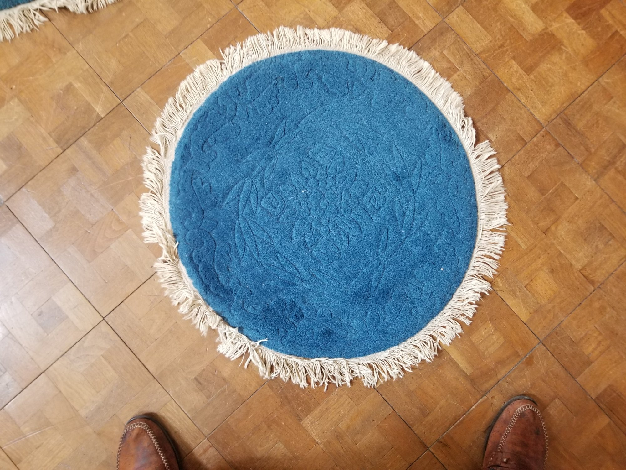 2'4 X 2'5 blue Chinese carved round rug with a carved flower motif   SX