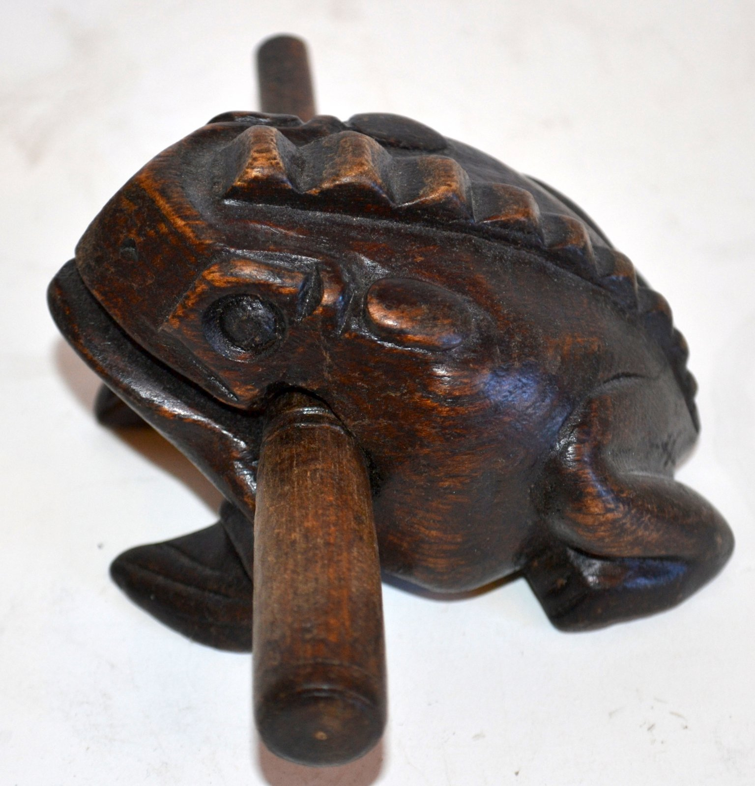 African musical wooden frog