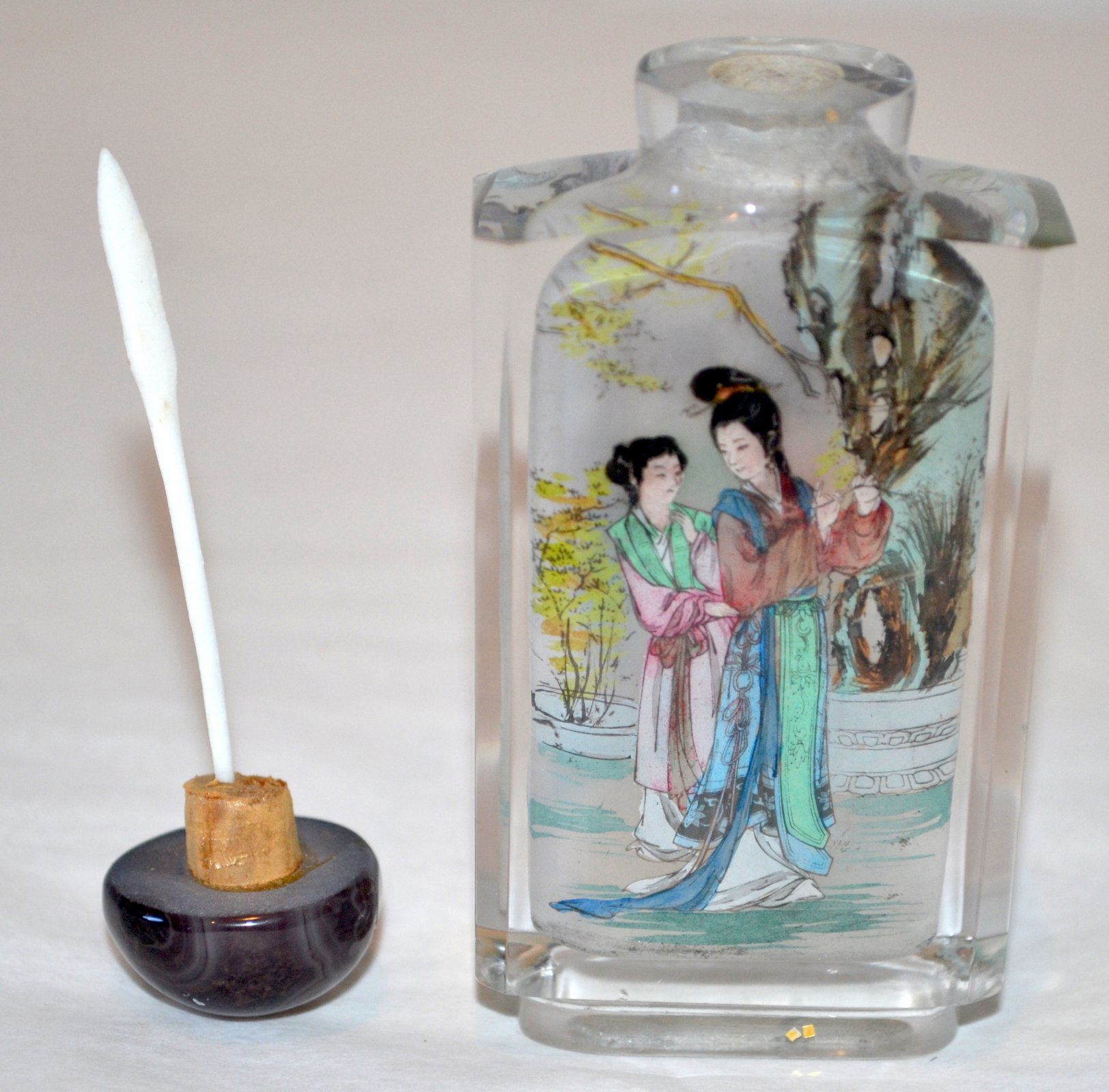 Chinese glass snuff bottle