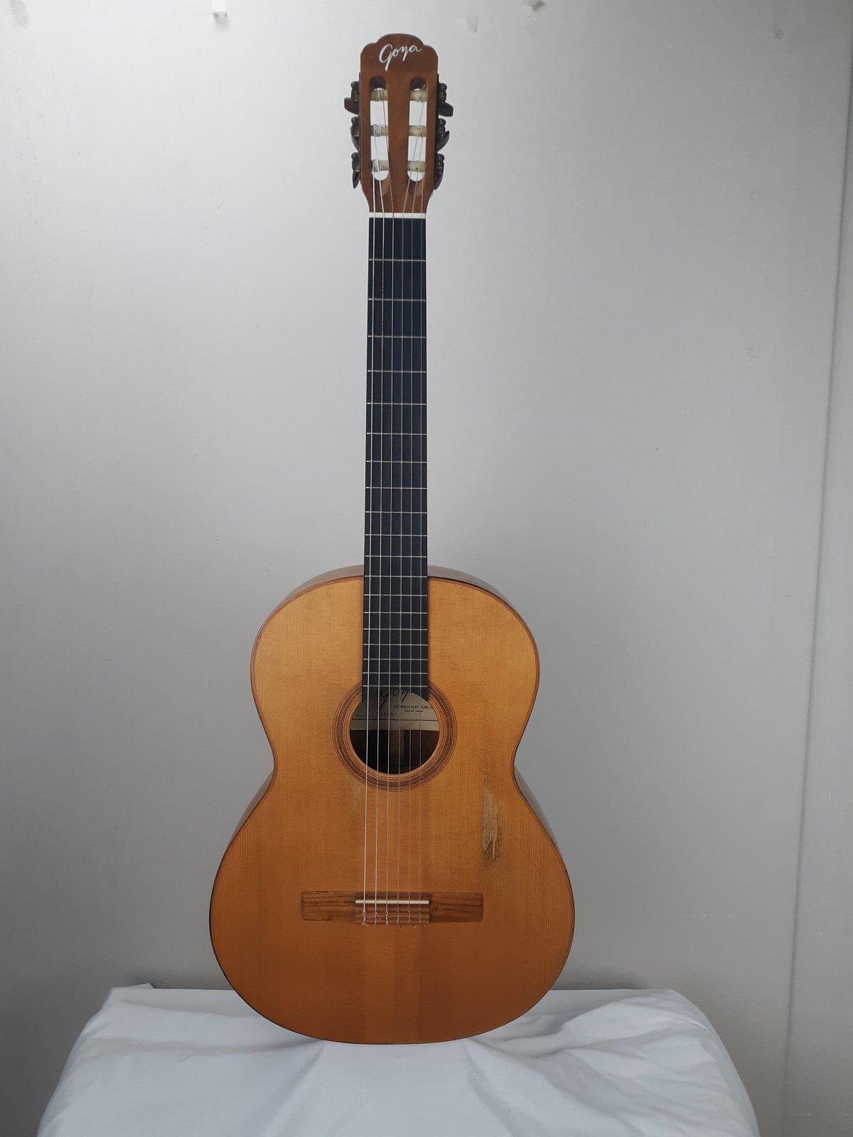 Goya Classical Guitar GG45 w/ Case - Consignment