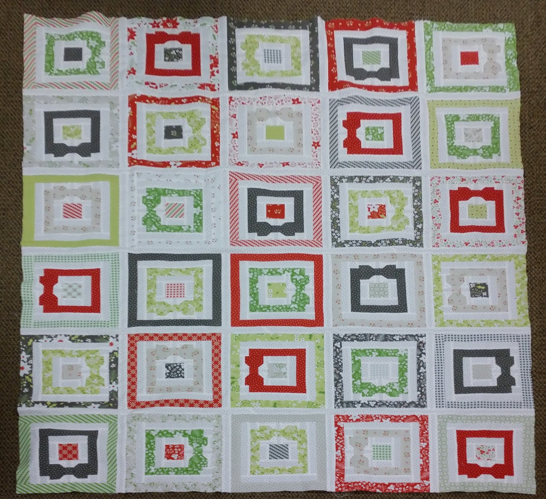 Holliberry Wrapped Around Quilt (52x53)