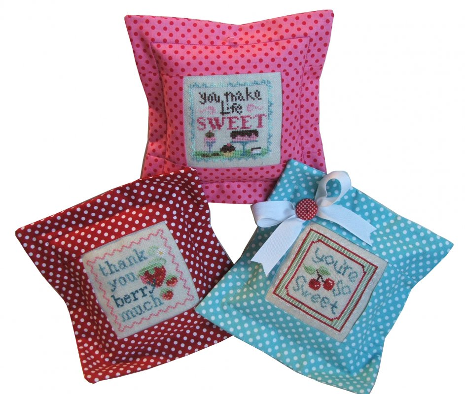 Essential Flange Pillow-Pink Berry Dot