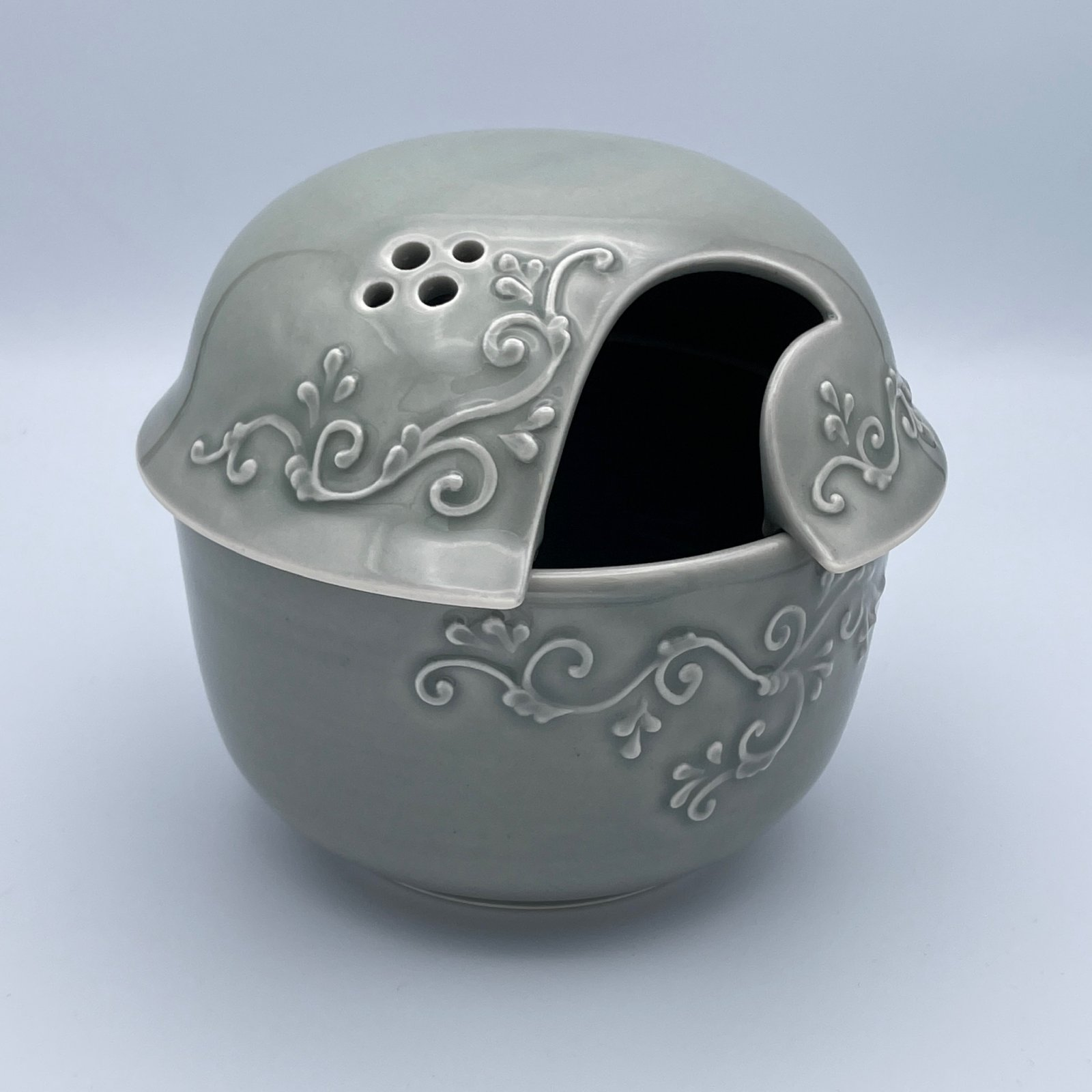 JaMpdx Yarn Bowl with Scroll Piping