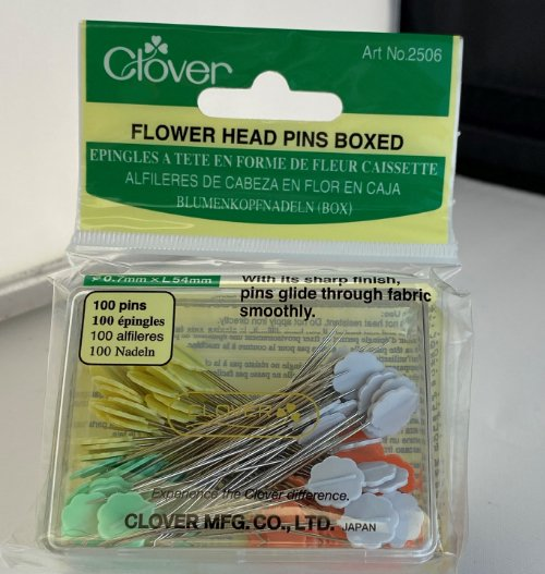 Clover Flower Head Pins 100 Ct, boxed