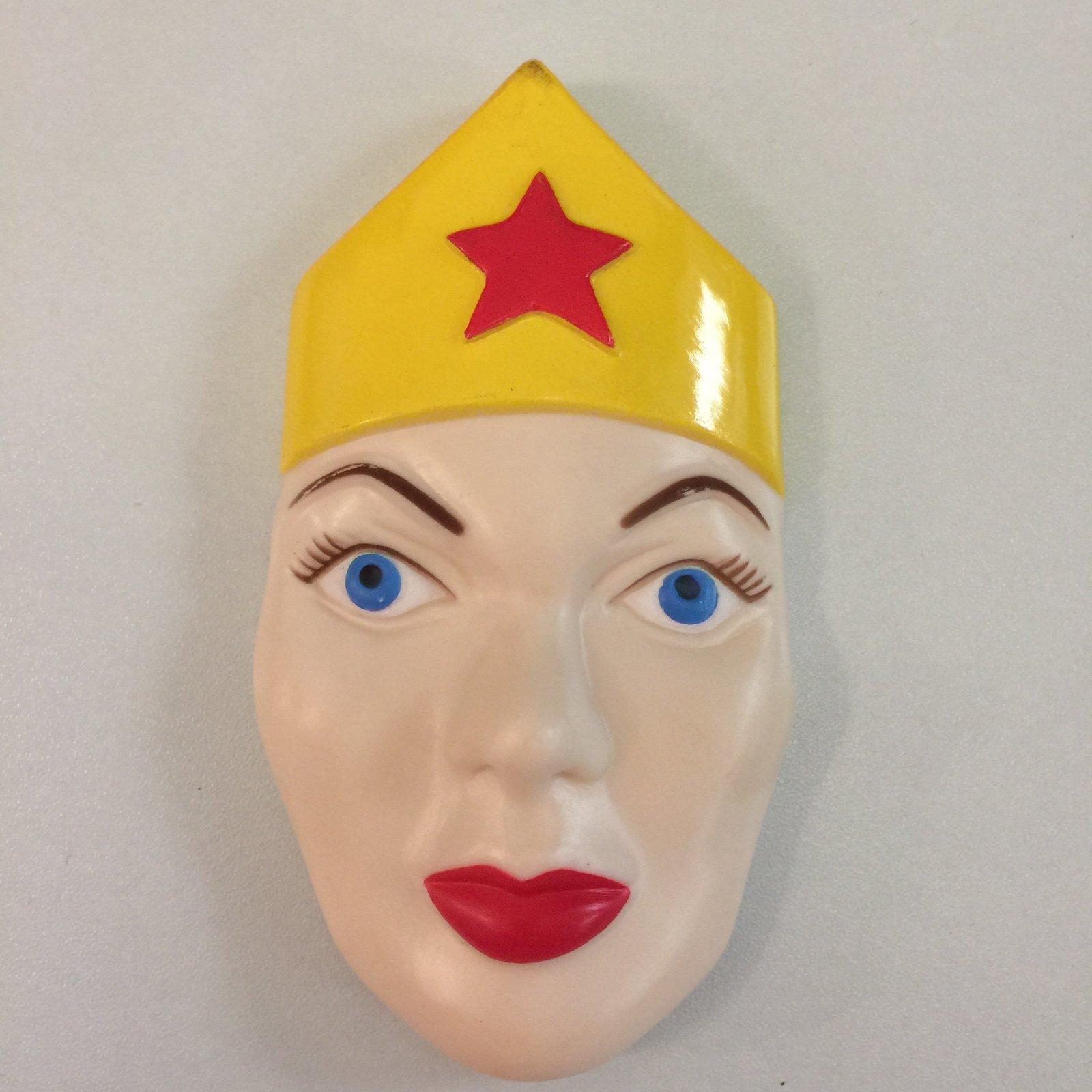 Wonder Woman Face Plate Cake Topper