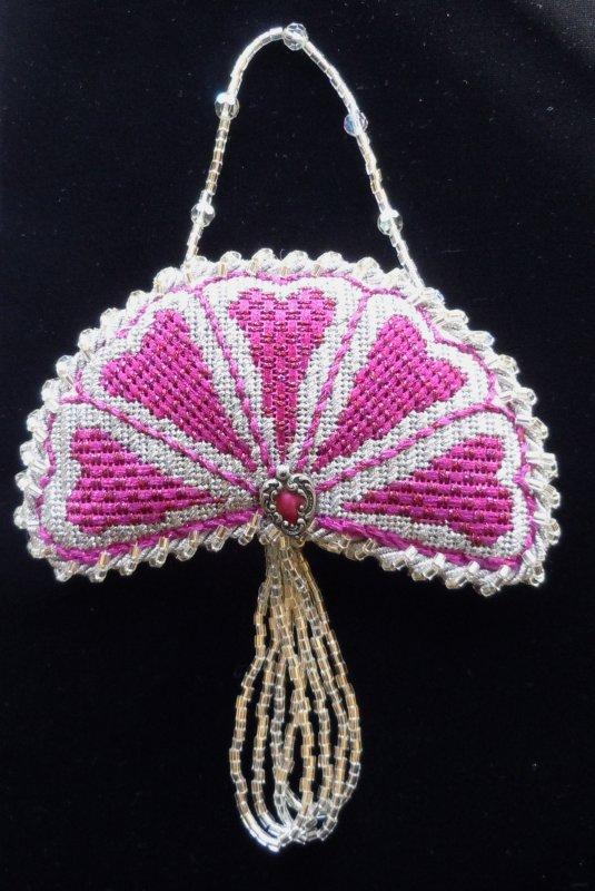 F3711 - Pink & Silver Fan Heart