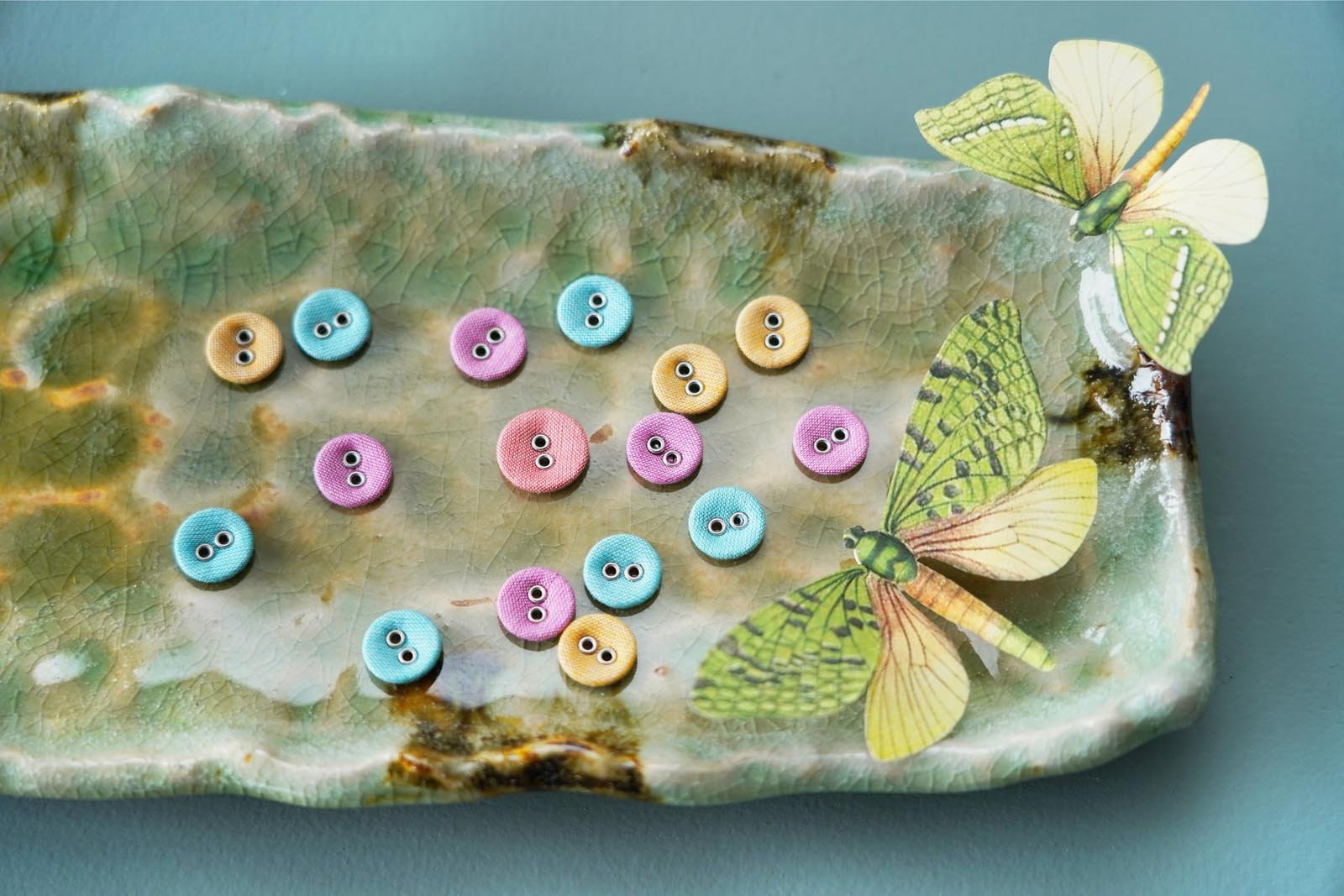 400043 Chambray Buttons - 8 pc - Warm Colours .63 in