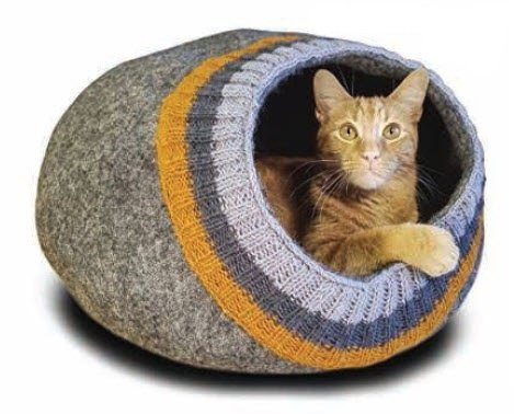 Soft Neutral Knit Cat Cave