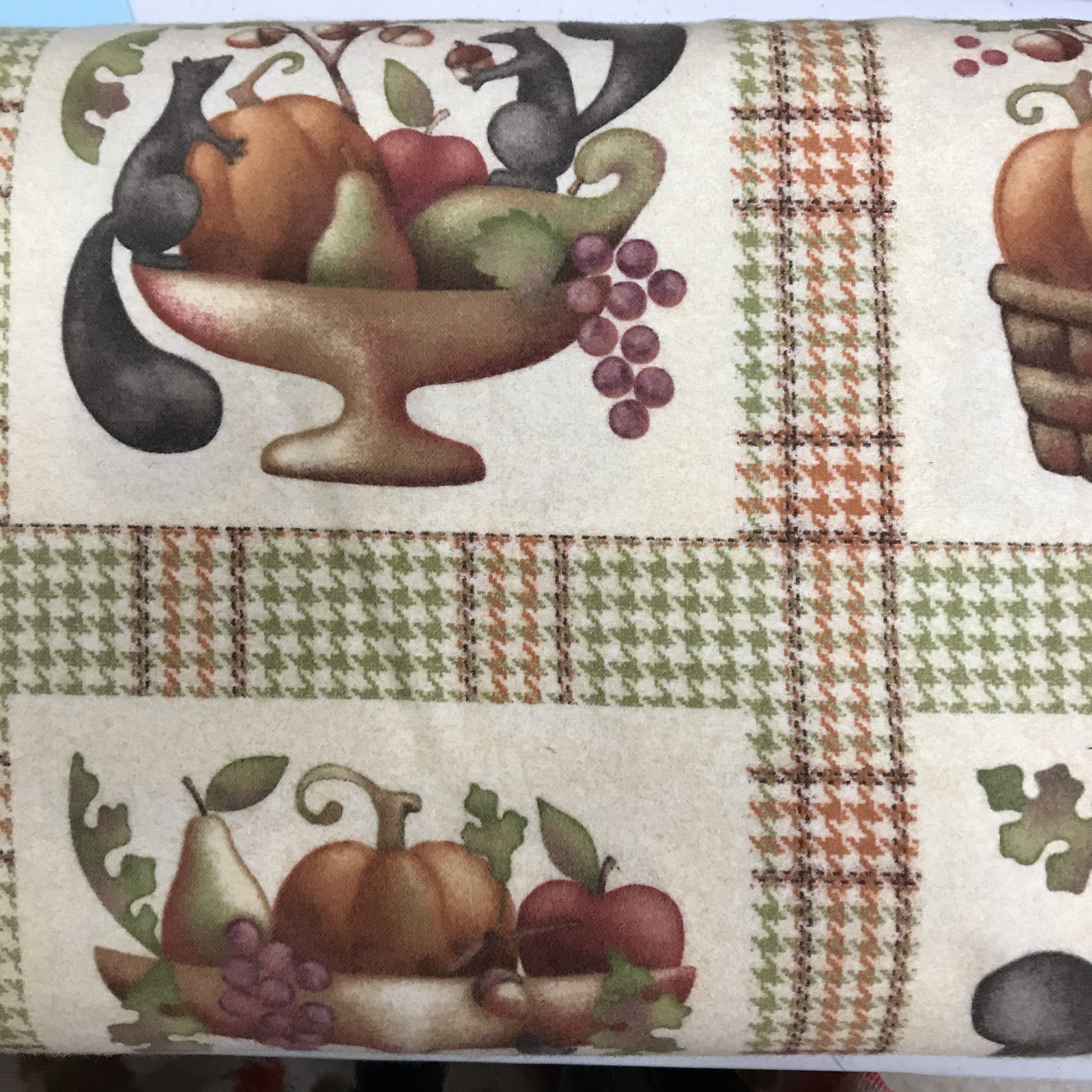 Maywood Studio - Autumn Bounty FLANNEL - F18134-Z