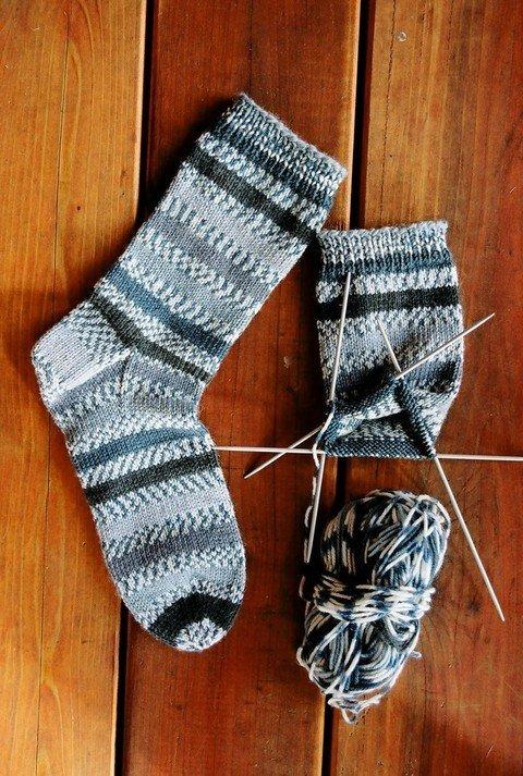 Knitting Pure Simple Pattern 242 Beginner Mid Weight Socks