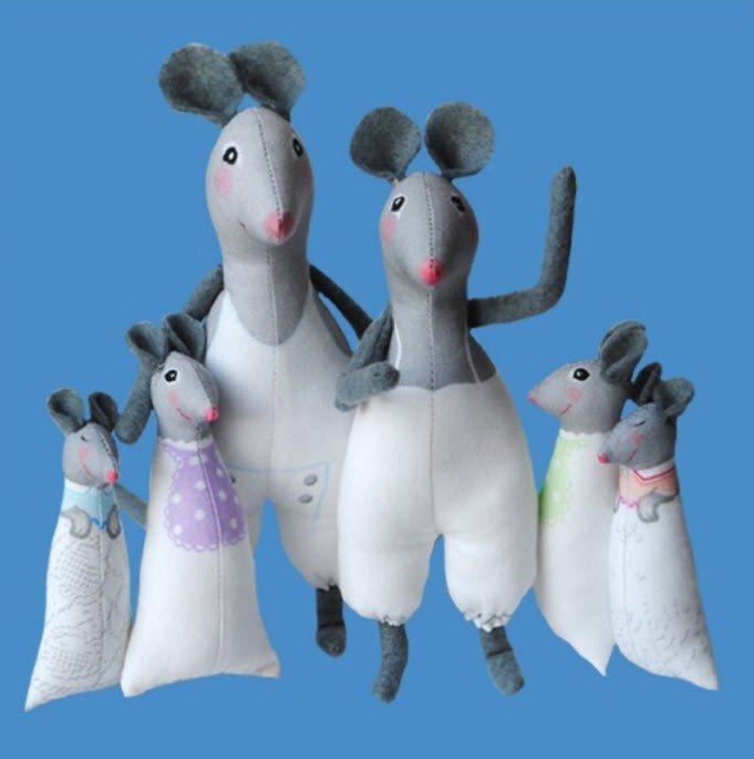 Odile Bailloeul Sewing Kit 6 White Mice to Dress