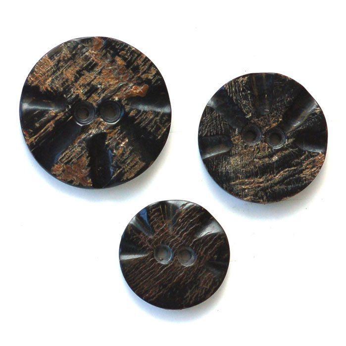 Carved Round Horn Button