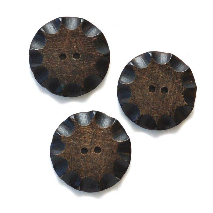 Fluted Chip Horn Button