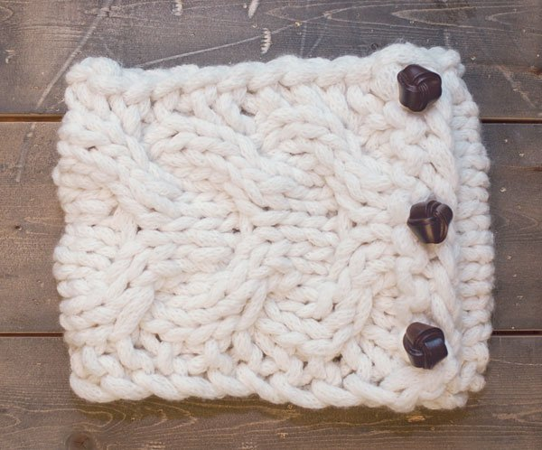 Super-Quick Cabled Cowl - free .pdf pattern download