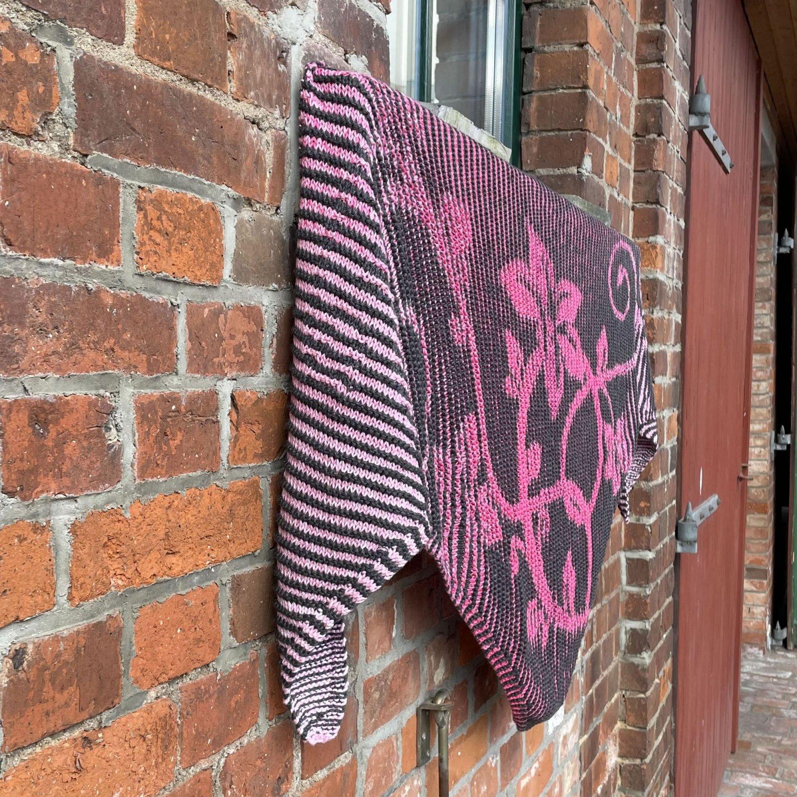 Springtime Flowers - Shadow Knitting Kit