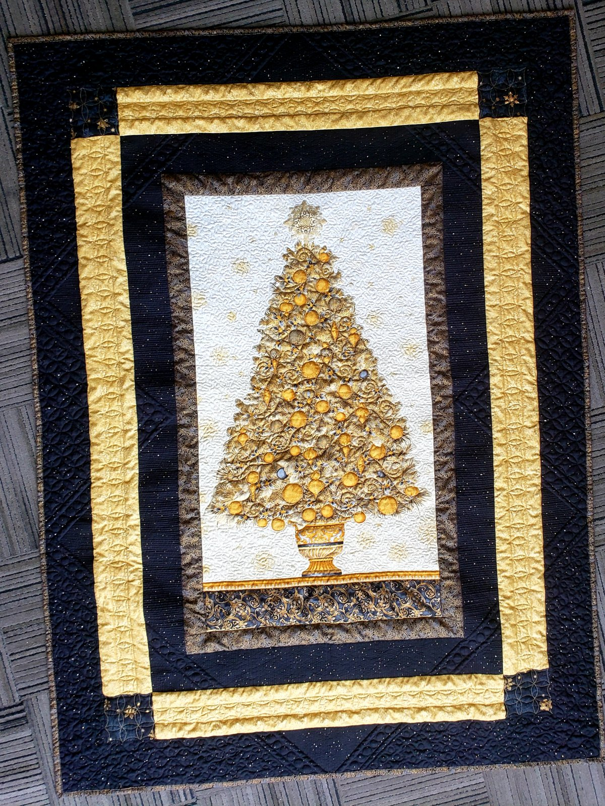 Gold Tree Simple Panel Throw
