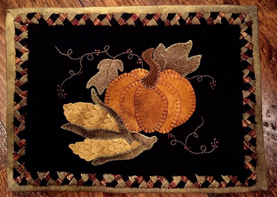 Autumn Entwined Wool Table Mat Kit with Pattern: 10 x 13