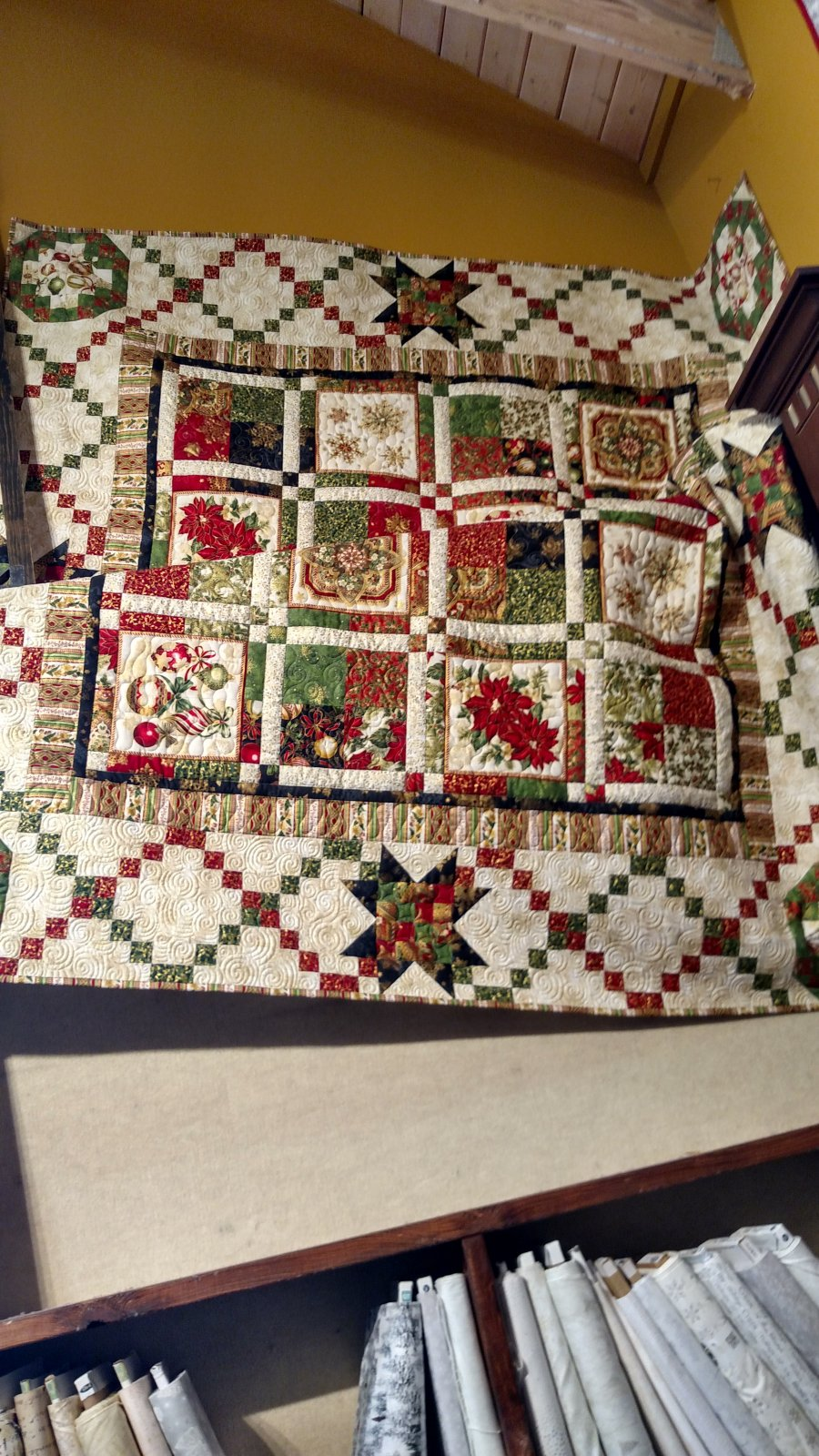 Holiday Garland Quilt Kit W/ Pattern 84 x 84
