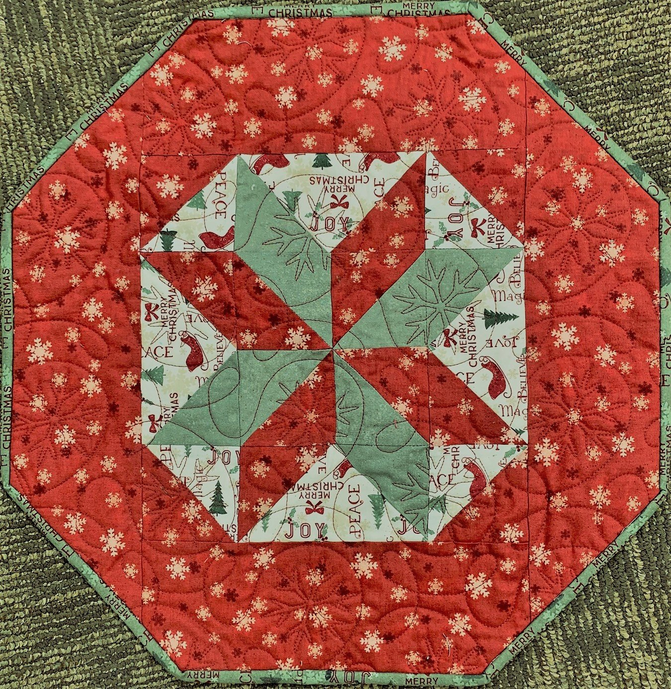 Molly's Table Topper Kit 17-1/2